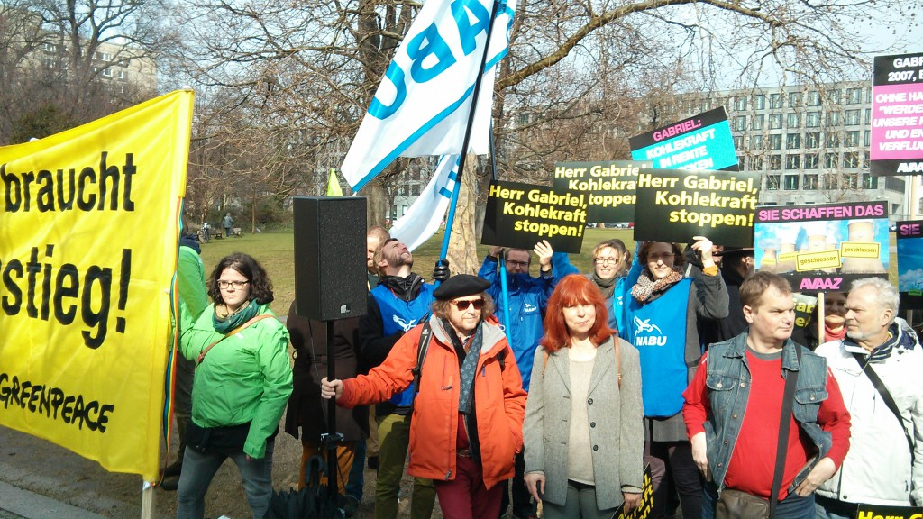 NABU bei der Kohle-Protest-Aktion vor dem Bundeswirtschaftsministerium am 28. März 2015 - Foto: NABU/Benjamin Bongardt