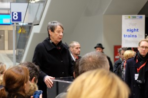 Bundesumweltministerin Hendricks am Berliner Hauptbahnhof.