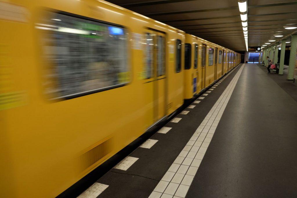 Berliner U-Bahnen fahren mit Ökostrom. Foto: Sebastian Scholz