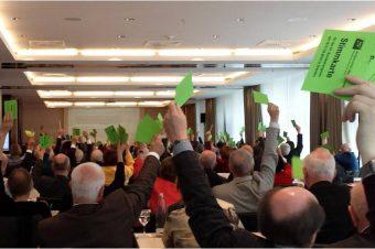 Die EUD-Delegierten bei der Abstimmung in Dresden (Foto: Kirsten Eink)