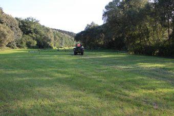 Landwirtschaftliches Sprühfahrzeug im Einsatz, Foto: Lutz Wolfram