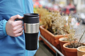 Ressourcenschonend: Thermokaffebecher - Foto: NABU/ S. Hennigs