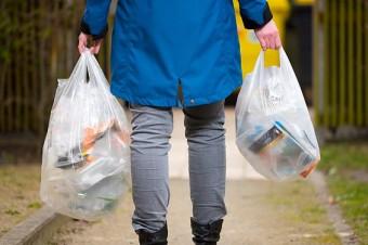 Der Tütenverbrauch in Deutschland soll durch eine freiwillige Vereinbarung verringert werden. Foto: NABU/Sebastian Hennigs