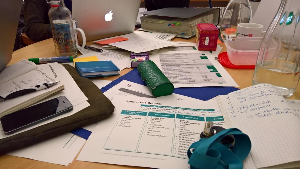 Viel papier muss gewälzt werden, um die persönlichen CO2-Emissionen zu ermitteln. Foto: Danny Püschel