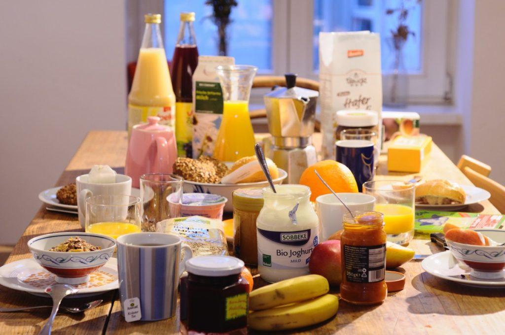 Gedeckter Frühstückstisch - Foto: NABU/S. Hennigs