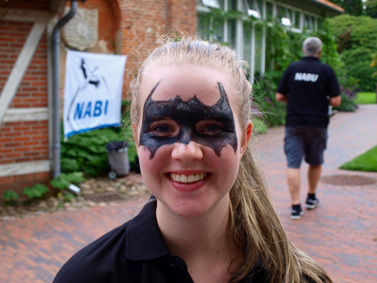 Auf der Batnight-Hauptveranstaltung 2017 gab es für Groß und Klein viel zu erleben - unter anderem Fledermausschminken. Foto: Tamara Buj