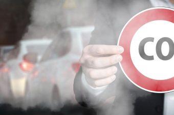 Verkehrsabgase und CO2-Schild