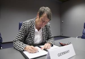BundesumweltministerinBarabara Hendricks initiiert Allianz gegen die Öffnung der EU-Naturschutzrichtlinien ()