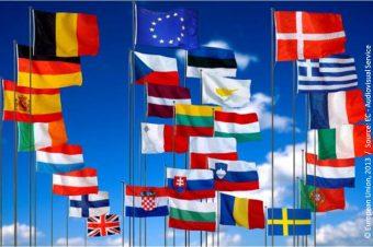 Die 28 Flaggen der Mitgliedstaaten der Europäischen Union. Noch gehört auch Großbritannien dazu. Foto: European Union 2013 Source EC AVS