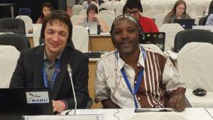 Achilles Byaruhanga von BirdLife Uganda und der Autor dieses Beitrags auf COP13 Foto: Juan-Carlos Atienza