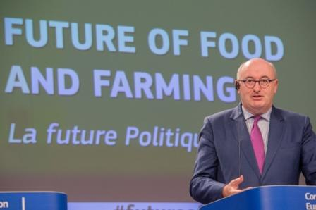 Der grüne Schleier fällt: Leak offenbart die umweltfeindlichen Pläne des EU-Agrarkommissars.