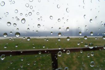 Regen und Sturm lassen mich nicht richtig aus der Hütte heraus.